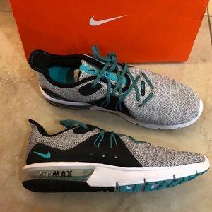 Nike Mens Air max Gray Running Shoes Size 12.5